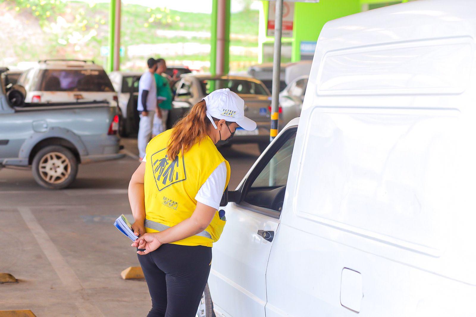 Detran orienta condutores sobre a importância do respeito às vagas reservadas