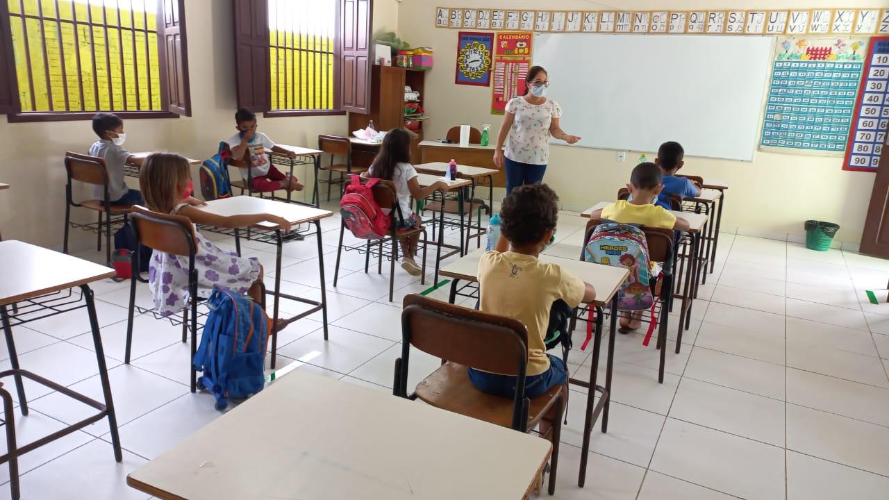 Escolas estaduais de Cruzeiro do Sul reiniciam aulas presenciais