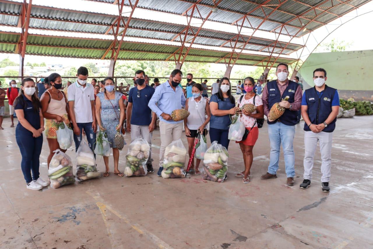 Estado entrega 42 toneladas de alimentos a produtores rurais e famílias carentes do Juruá