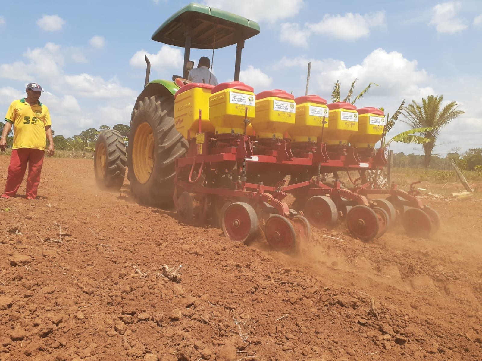 Com apoio do governo, plantio de milho da safra 2021/2022 é iniciado no projeto Caquetá