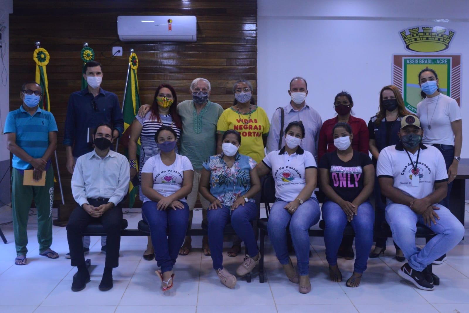 Roda de conversa sobre fluxo migratório é promovida em Assis Brasil